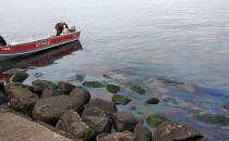 Wyciek oleju opałowego przy bulwarze