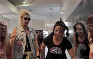"""Zombie w centrum handlowym. Pomysłowy pokaz """"Świtu żywych trupów"""""""