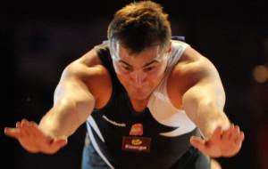 Gimnastyczny mistrz w czarnym sporcie