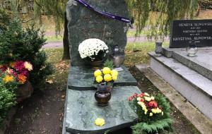 Łatwiej trafić do grobów znanych osób