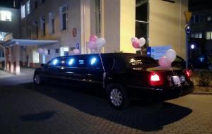 Rodzice odjechali z córką z porodówki limuzyną