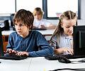 Niemal 70 szkół z nowoczesnymi pracowniami komputerowymi
