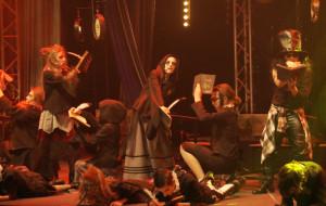 Teatralna walka ze szkolnym hejtem. Udany spektakl Teatru Valldal
