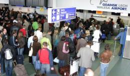 Bezdomni na lotnisku: taki sam problem jak na dworcu?