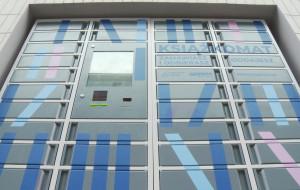 Nowa biblioteka otwarta w Gdyni. Przed budynkiem stanął książkomat