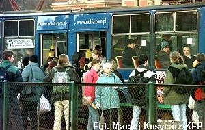 Tramwaje i autobusy bez dzieci?