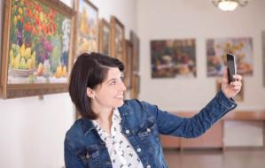 Selfie w muzeum? Pracownicy zachęcają i zapraszają