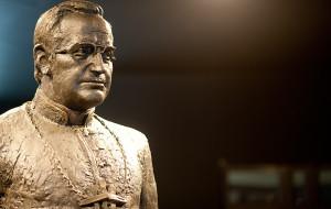 Radni zdecydowali: pomnik ks. Jankowskiego zostanie usunięty
