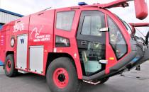 Nowy wóz gaśniczy na lotnisku w Rębiechowie