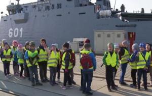 Dzieci obejrzały z bliska trałowce i niszczyciele min