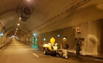 Jak usuwane są przecieki w tunelu pod...