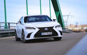 Lexus ES: hybrydowa elegancja