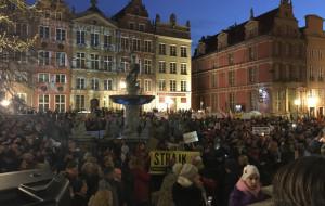 Kilkaset osób na wiecu poparcia dla nauczycieli