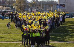 """Uczniowie zorganizowali """"wykrzyknik poparcia"""" dla nauczycieli"""