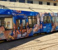 Niebiański fresk zdobi gdański tramwaj