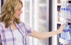Wypiła wodę w sklepie, oskarżono ją o kradzież