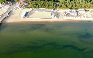 Niebezpieczna głębia na dnie morza po poszerzeniu plaży