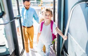 Dziecko w podróży. W jakim wieku bez opieki?