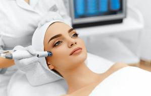 Pięć zabiegów na twarz i ciało, które warto wykonać latem