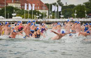 Wyścigi pływackie dookoła molo. Finał 24 sierpnia
