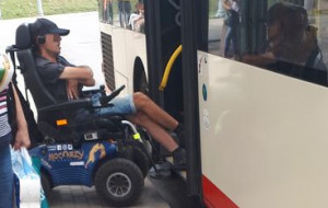 Pasażer na wózku opisuje incydent w autobusie