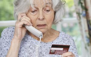 Oszukana seniorka zostawiła pieniądze w śmietniku