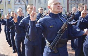 Studenci Akademii Marynarki Wojennej złożyli przysięgę wojskową