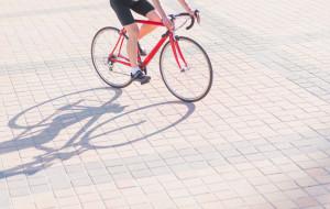 Jazda rowerem po chodniku - kiedy można?