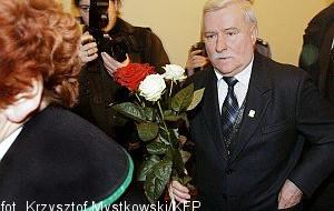 Odtrącona dłoń Wałęsy