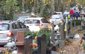 Cmentarze w Gdańsku zastawione autami