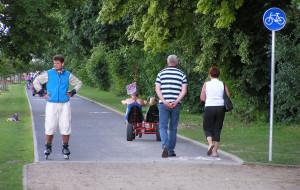 Czy należy jeździć rowerem po ścieżkach rowerowych?