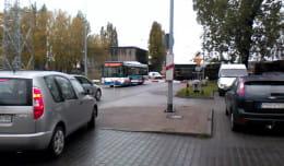 Autobus między rogatkami.