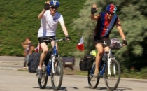 Anglicy na rowerach pomagają polskim...