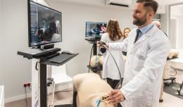 Kardiolodzy GUMed pracują na symulatorach