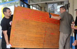 Oryginalne tablice z postulatami Sierpnia '80 mogą zniknąć z ECS