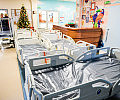 Nowoczesne łóżka dla małych pacjentów.
