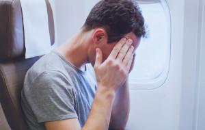 Pijany pasażer zamknął się w samolotowej toalecie