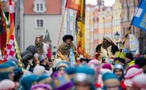 Tłumne, kolorowe orszaki Trzech Króli w...
