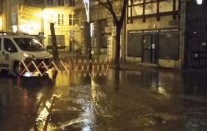 Awaria wodociągu w Gdańsku. Woda zalała ul. Szeroką