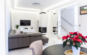 Jak Oni Mieszkają: eleganckie wnętrze za miastem