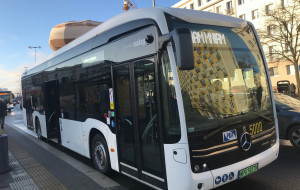 Pączki w i na elektrycznym autobusie w Gdyni