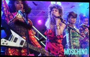 Grochy i bufiaste rękawy: powrót trendów w modzie