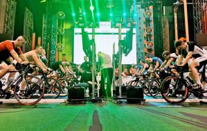 Charytatywny triathlon w biurowcu: 41 firm, prawie 140 uczestników