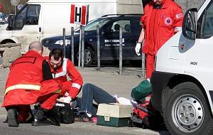 Piesi sprowokowali wypadek rowerzystów