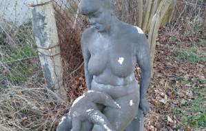 Tajemnicza rzeźba przy torach SKM