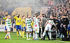 Piłkarska ekstraklasa gra, ale może zakończyć sezon w każdej chwili