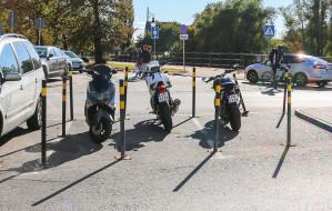 Jak poprawnie parkować motocyklem?