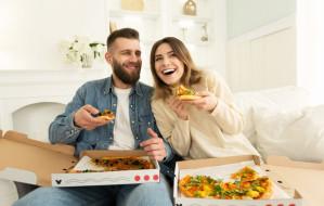 Jak dbać o związek, siedząc w domu?