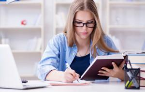 Próbny napiszą w domu. Co z egzaminem ósmoklasisty i maturami?
