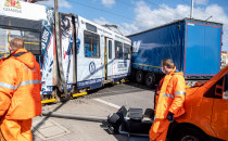 Jedna osoba ranna w wypadku tramwaju i...